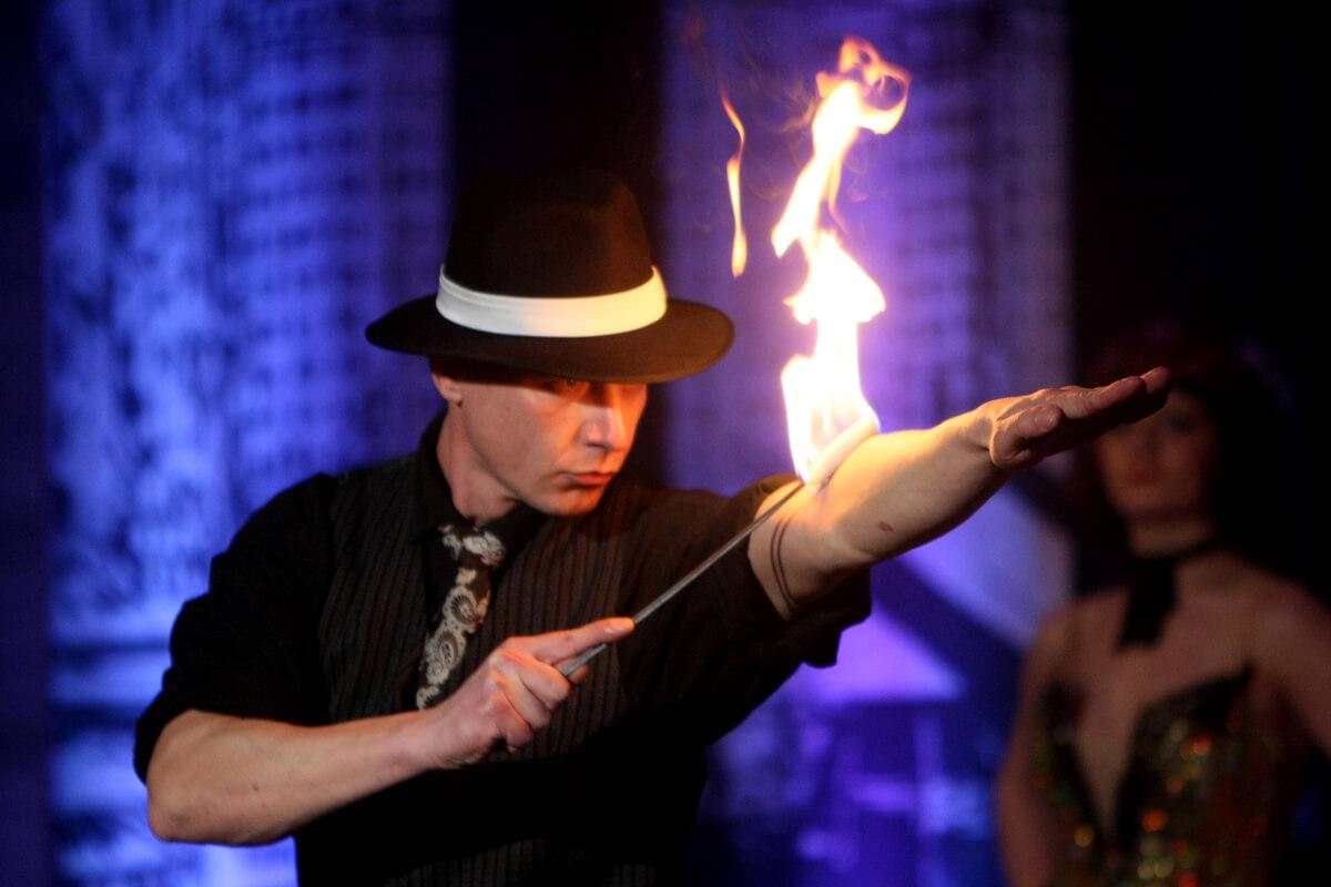 Fire show_Polibek ohně_2